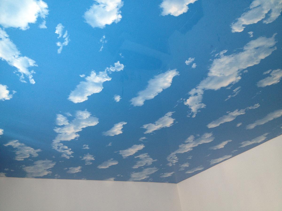 желающий фото натяжной потолок облака с плинтусом танца дороге